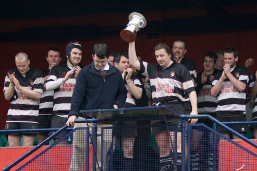 Harry Walsh lifts the Dave Dineen Cup
