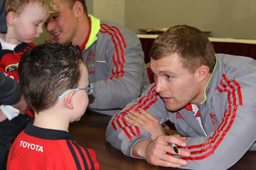 Keith Earls with a Junior supporter