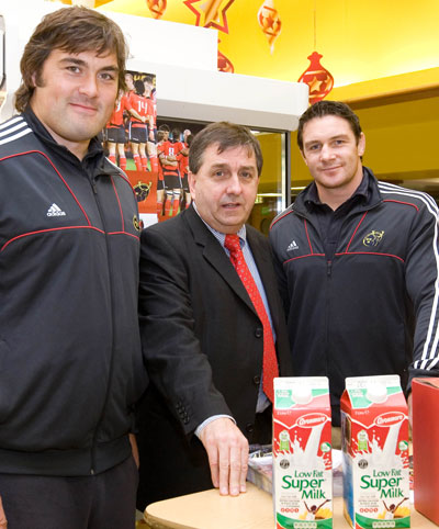Munster players Tony Buckley and David Wallace with Kieran O'Connor, Glanbia Sponsorship Manager