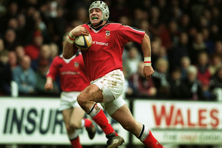 Alan Quinlan on his way to scoring a try against Pontypridd in the Heineken Cup in January 2000