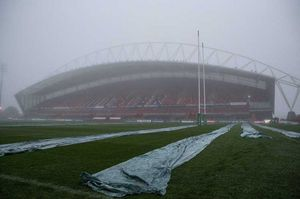 Freezing conditions overnight saw the Thomond Park pitch covered before Saturday's lunchtime kick-off.