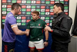 Peter O'Mahony and Tom Youngs of Leicester Tigers with referee Pascal Gauzre during the coin toss.