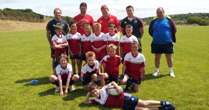 Munster players Duncan Williams, Billy Holland, Stephen Archer and Niall Scannell pictured with some of the participants at the Bandon RFC Summer Camp