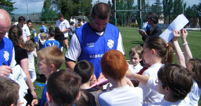 Munster and Barbarians rugby star Alan Quinlan signs autographs