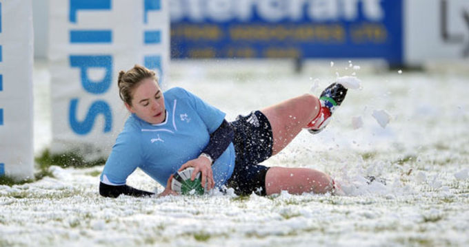 Niamh Briggs scoring a try for Ireland against Scotland in December '09