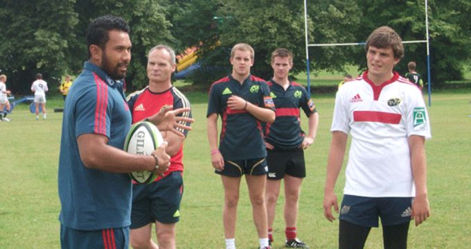 Casey Laulala gives some advice to the Representative Squad centres