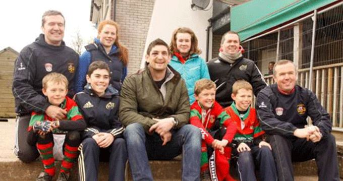 Munster's James Downey pictured with the Downey family: Front row left to right: Eoin, Conor, James, Cian, Rob and Maurice. Back row left to right: Brian, Sue, Aine, and Jim at Clonakilty RFC