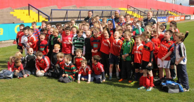 Participants of the Munster Rugby Easter Camp pictured with Denis Hurley, Simon Zebo and John Ryan