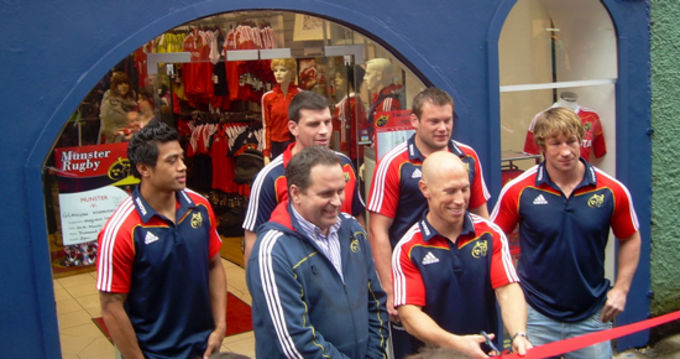 Munster Rugby Store Retail Manager Denis Hurley is joined by Lifeimi Mafi, Denis Leamy, Denis Fogarty, Jerry Flannery and Peter Stringer at the official shop opening in Cork