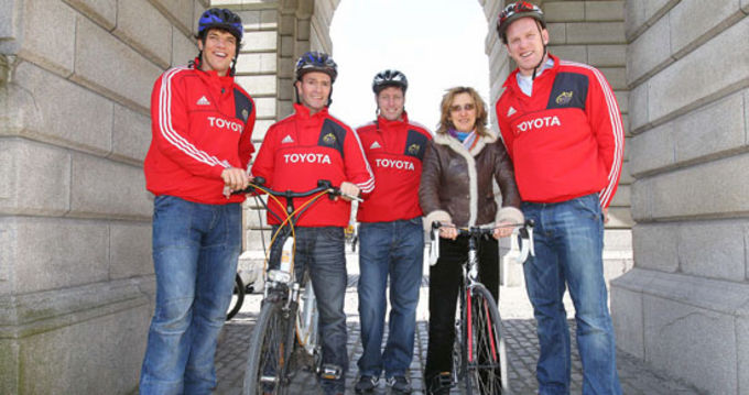 Supporting the Cycle are Donncha O'Callaghan, Paul Darbyshire, Ronan O'Gara, Professor Orla Hardiman and Paul O'Connell at Trinity College Dublin