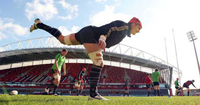 David Wallace warms up in Thomond Park