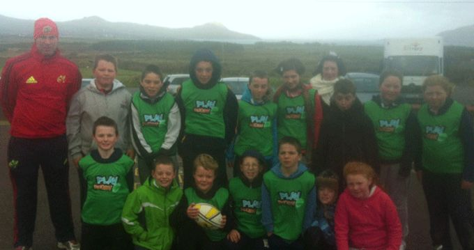 Pupils from Ballyferriter receive their Play Rugby packs.