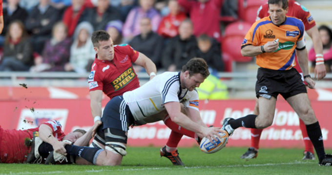 Donnacha Ryan gets over the line at Parc y Scarlets