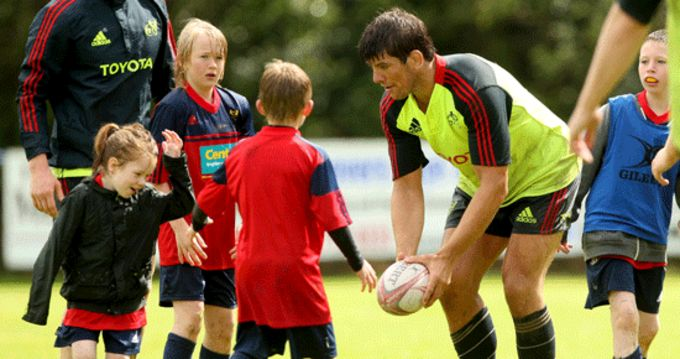 Munster's Donncha O'Callaghan visits Summer Camp 2012 participants at Tralee RFC