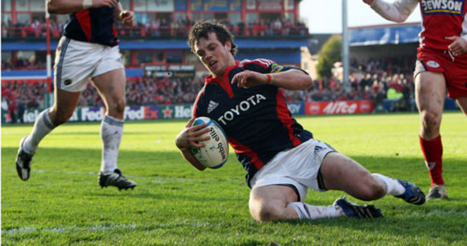 Ian Dowling scores against Gloucester in the Heineken Cup Quarter Final in April '08