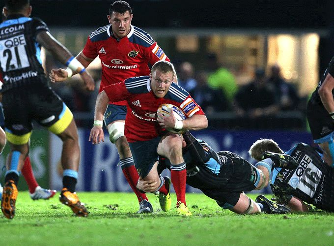 Keith Earls on the attack against Warriors with Paddy Butler in support