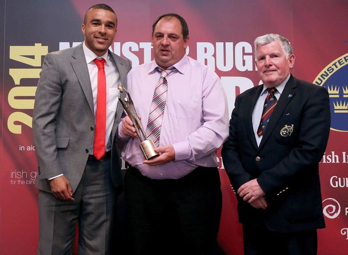 Eugene McCarthy accepts the Youth Club of the Year Award from Simon Zebo and Munster Rugby Hon. Secretary Joe Murphy