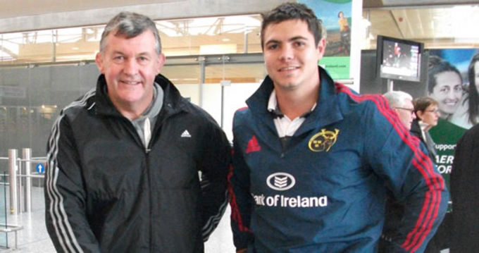 Team Manager Niall O'Donovan with Munster's newest arrival Gerhard van den Heever at Cork Airport today