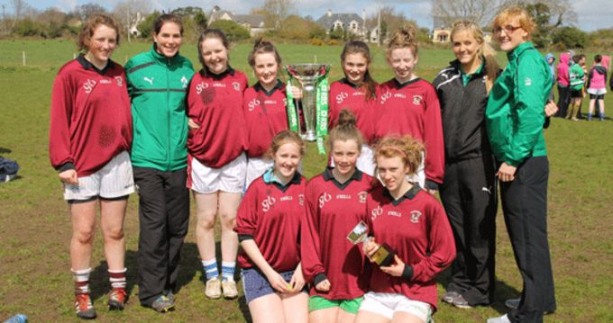 Hazelwood College players pictured with Ireland Grand Slam player Nora Stapleton and Ireland 7's players Christine Arthurs and Siobhan Barrett