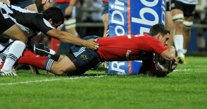 Ian Keatley gets over the line for Munster in Stadio XXV Aprile, Parma