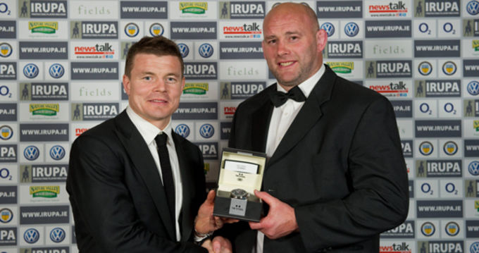 John Hayes receives his IRUPA Hall Of Fame Award from Ireland Captain Brian O'Driscoll
