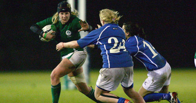 Munster's Joy Neville on the attack against Italy