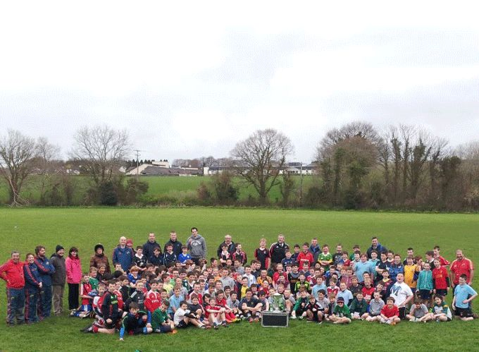 5th and 6th class school pupils from Killarney pictured with the 6 Nations Trophy
