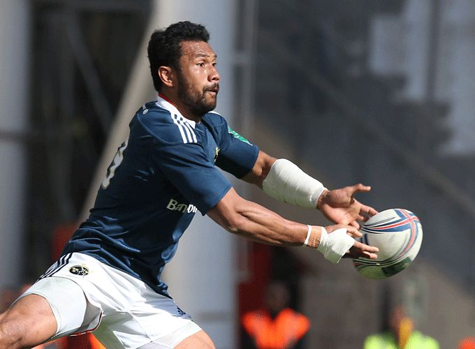 Casey Laulala puts the ball wide during Munster's Heineken Cup semi-final defeat to Toulon in April