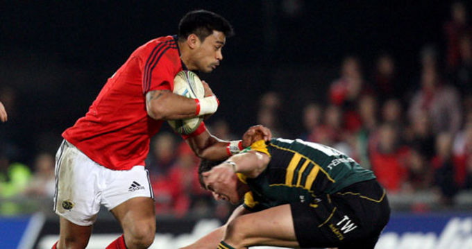 Lifeimi Mafi on the charge against the Saints in Thomond Park