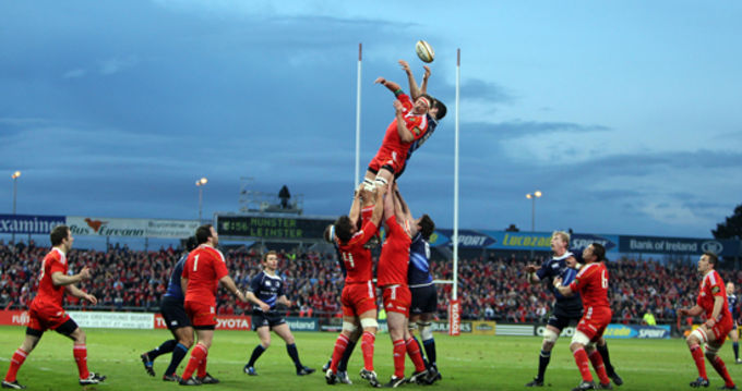 Munster's Mick O'Driscoll wins the lineout