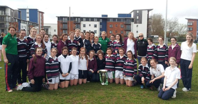 Munster and Ireland players Niamh Kavanagh, Niamh Briggs and Joy Neville pictued with girls from Laurel Hill Secondary School, Limerick