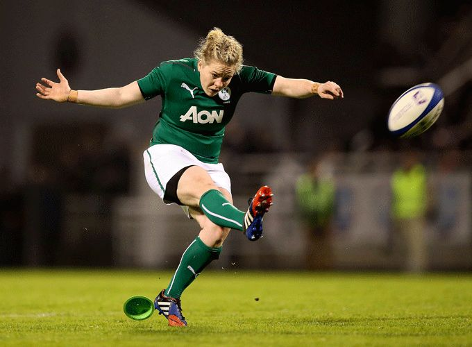 Niamh Briggs in action during this year's 6 Nations against France.