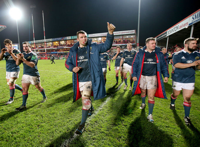 Peter O'Mahony leads the side in thanking the fantastic travelling Munster support