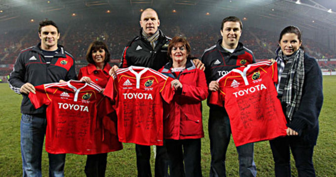 David Wallace, Paul O'Connell and Marcus Horan presenting a jersey to last season's charity representatives