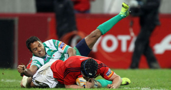 Niall Ronan touches down for Munster's opening try