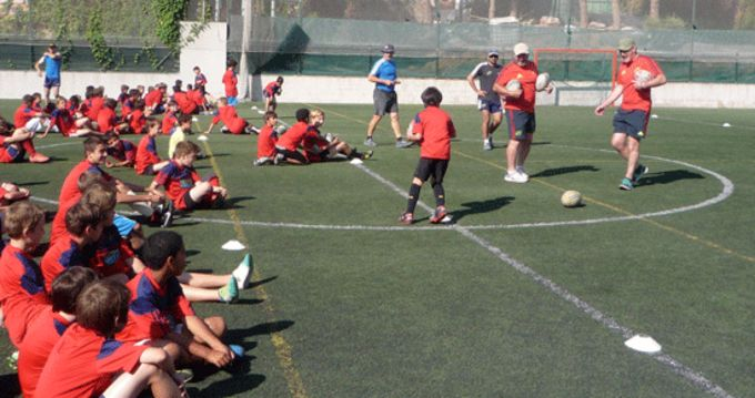 Munster coaches Ray Gadsden and John O'Neill take a session at the Rugby Barcelona Camp