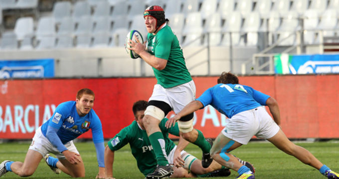 Munster's Shane Buckley breaks through the Italy defence