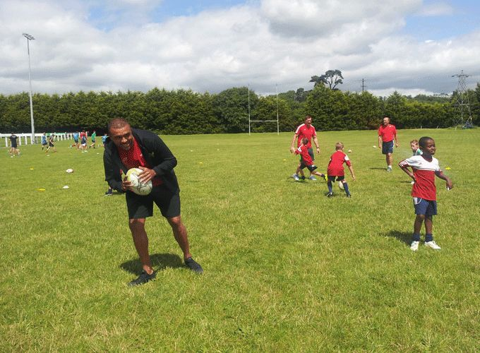 Simon Zebo joining in on the Summer Camp action at Midleton RFC