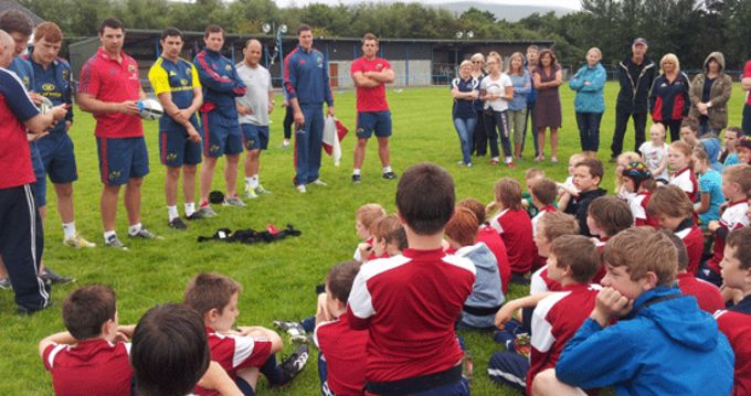 Munster players visit summer camp participants at Tralee RFC