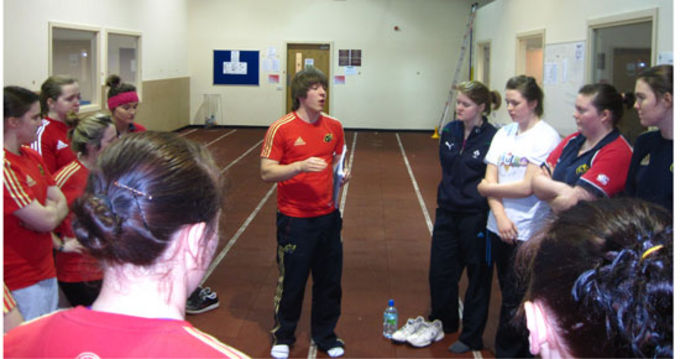 Joe McGinley speaking with members of the Munster U18 Girls Club Side