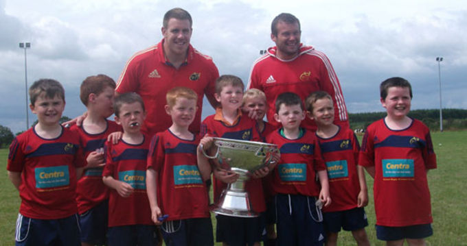 Peter Borlase and Denis Fogarty pictured with the Magners League trophy at this week's Summer Camp in Whitechurch