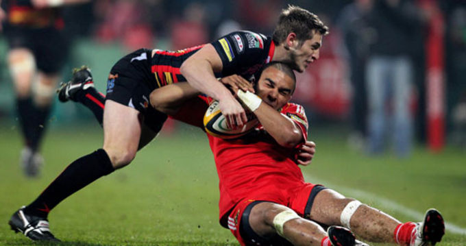 Simon Zebo battles with Jason Tovey