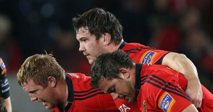 Stephen Archer, Damien Varley and Wian du Preez get set for the scrum