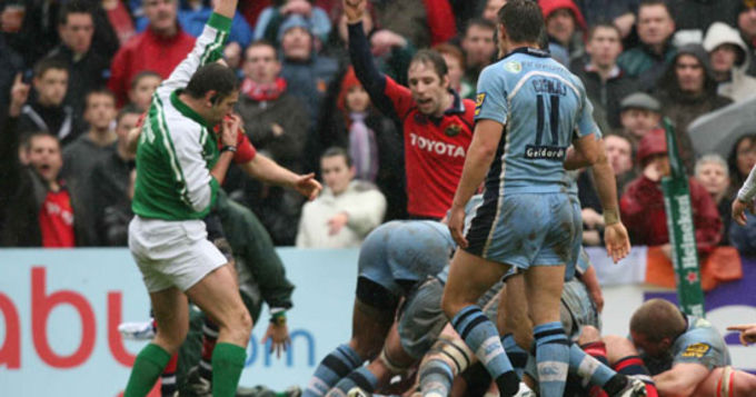 Denis Leamy scores agsint Cardiff Blues